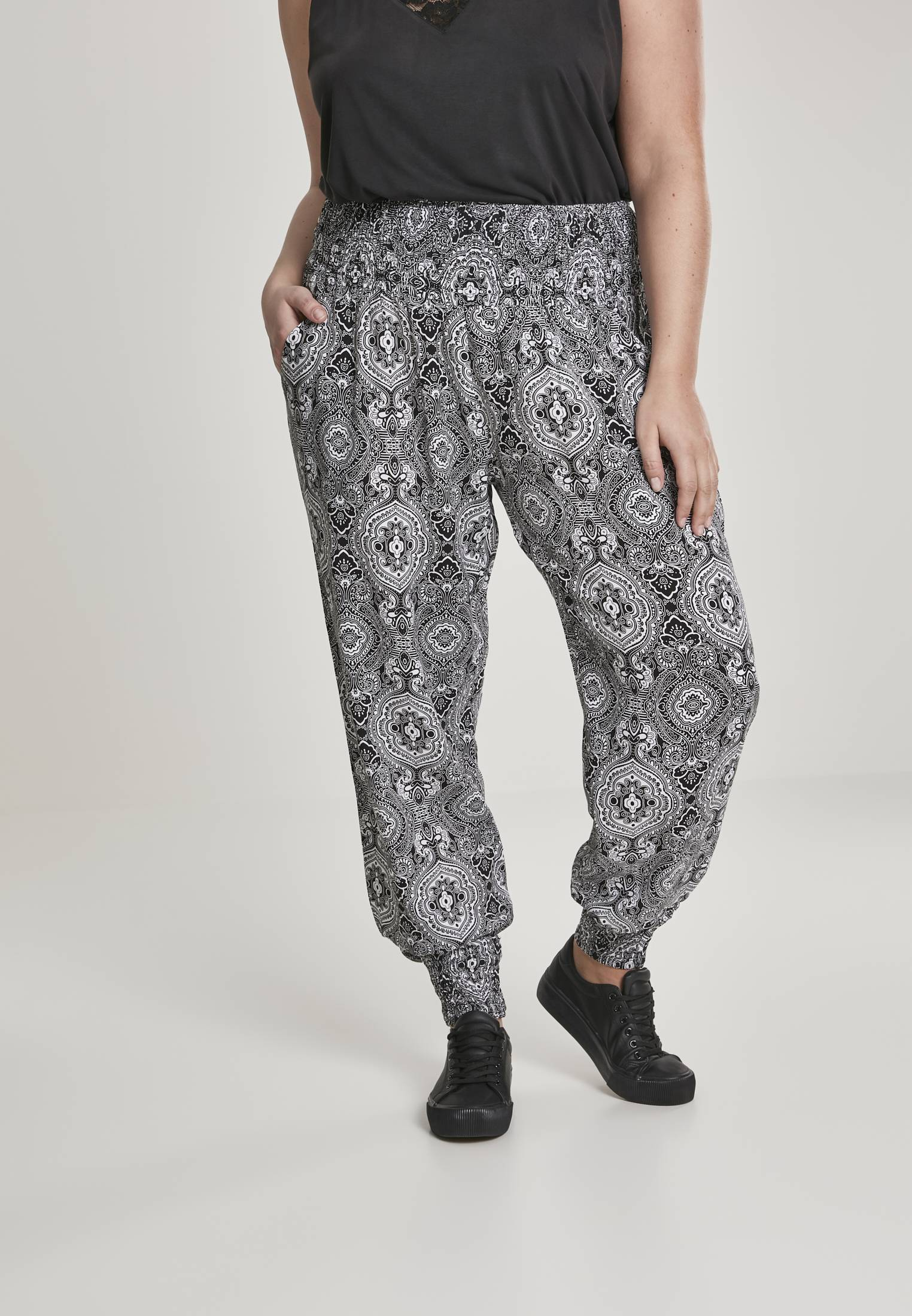 Urban Classics Ladies Sarong Pants bandana - 5XL